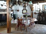 La salle à manger spacieuse