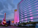 Night-life, restaurants, casinos all with in minutes from the cottage.
