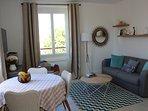 Salon avec canapé lit (matelas 13 cm 140 x 200)