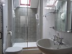 Shower room shared by two bedrooms