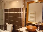 bathroom with shower ensuite