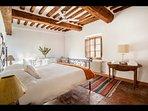 Master bedroom (king bed, en-suite bathroom)_First floor