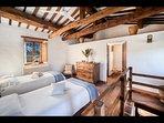 Bedroom 4 (2 twin beds and en-suite bathroom_Tower