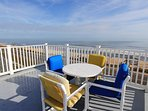 Impressive views & plenty of lounge space on the rooftop deck at BeachHouse 1703