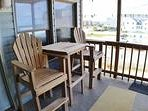 Enjoy breakfast on the front porch while watching the ocean!!