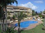 Jardin y piscina privada.
