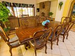 Furniture,Dining Room,Indoors,Room,Dining Table