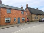 FARRIER'S COTTAGE, detached cottage, multi-fuel stove, enclosed courtyard, in