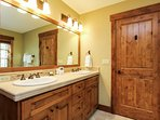 Discovery Chalet 256 - bathroom with dual sinks