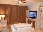 Family Room with 55' Samsung SMART TV, DVD Player, Netflix, Cable