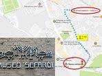 Muy cercano al museo Sefardí.