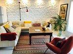 Charismatic, comfortable, spacious. Con encanto, cómoda y espaciosa.