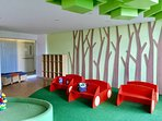 Shelves and more seating areas on the sides, convenient for children and their guardians