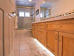 The home features an impressive 5 sinks throughout.