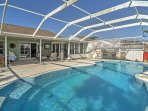 The fun never ends at this superb vacation rental unit. Enjoy using the screened-in swimming area, complete with a pool...
