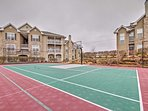Community amenities include tennis courts and basketball courts.