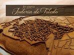 El apartamento se encuentra ubicado en el histórico y céntrico barrio de la Judería toledana.