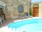 ZNUBER holiday house pool area with door leading to an alley
