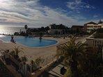 Vue piscine et mer de la terrasse