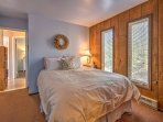 You'll never lose a minute of sleep in this comfortable queen bed.