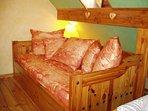 Le canapé transformable en lit d'une personne ( 80x190 cm)