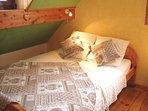 Le lit de 2 personnes (140x190cm)