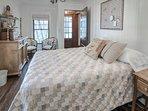 Bedroom w/king