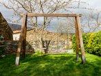Columpios en el jardín de la casa rural Casa Salva