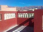 La maison Azur Tafraout est dotée de deux terrasses ensoleillées pour prises de café et la détente.