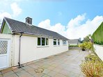 Delightful bungalow with walking distance to the shops and pub