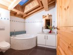 Ensuite bathroom to the master bedroom