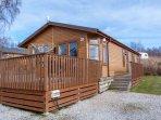 LODGE 20, detached lodge, pet-friendly, hot tub, WiFi, nr Banchory, Ref 955221