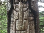 Totem pole on trail atop Mount Robert