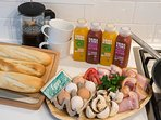 On request we provide a Breakfast BBQ pack (serves 4) lovingly prepared by the Vintage Pickle Deli.