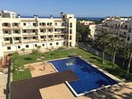 complejo residencial con acceso directo a la playa a 100 metros de distancia