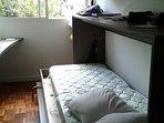 Segundo dormitorio; cama rebatible abierta