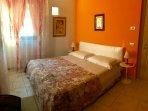 Camera Arancio con Bagno Condiviso