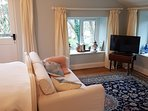 Comfy Sofa, Persian Rugs and a Smart TV  with free super fast wifi and freesat tv including netflix
