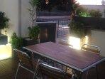 terraza delantera con suelos de ipe u moviliario de teka