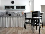 Apartment Smart - kitchen with dinning area