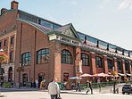 5 minute walk to St. Lawrence Market