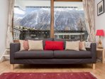 Lounge area with Mountain view