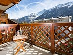 Balcony area with Mountain view