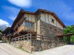 Construido en arquitectura tradicional y materiales naturales