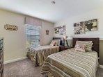 Bedroom,Indoors,Room,Blanket,Home Decor