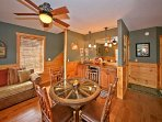 Couch, Mobilio, Ambientazione interna, Camera, Sala da pranzo