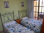 chambre 2 lits simple plus accès a la terrasse