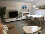 Amplio salon-comedor, tv 48', mesa ampliable, wifi, video juego wii y dos cómodos sofas