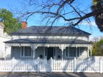 Hargreaves houe short stay accommodation in Bendigo CBD pet friendly and FREE wifi