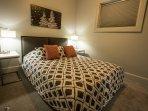 3rd bedroom w queen bed